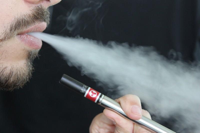 La sigaretta elettronica aiuta a smettere di fumare?   NicoZero